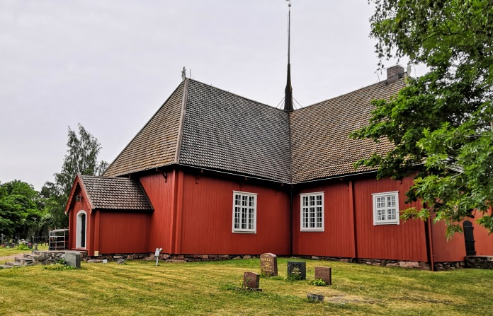 Punainen puukirkko Houtskärissä