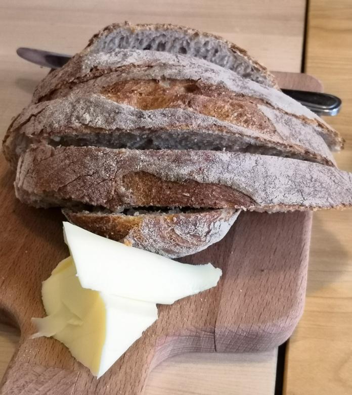 Vaaleaa leipää. voita