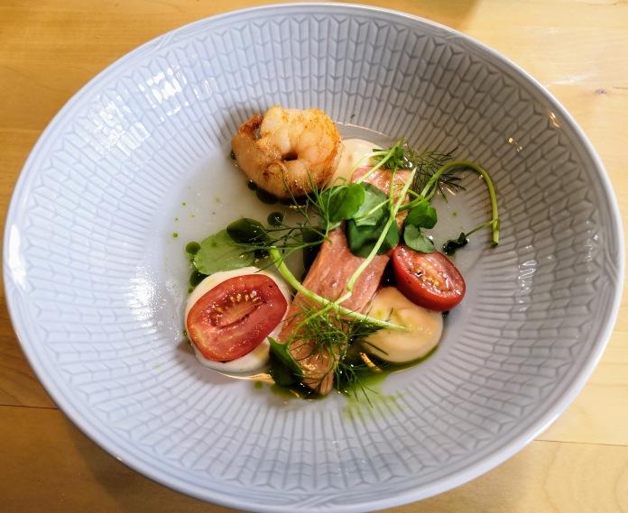 Ruoka-annos lautasella, sitruunamarinoitua kirjolohta