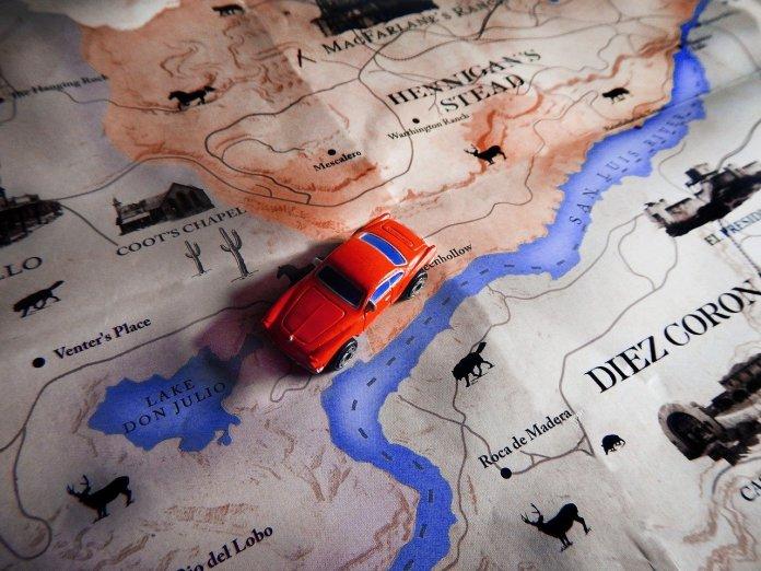 Punainen auto kartalla