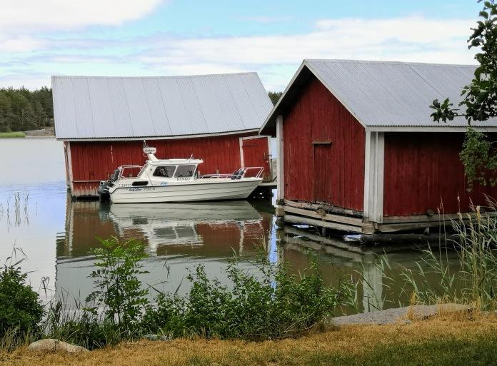 Venevajoja ja vene Houskärissä