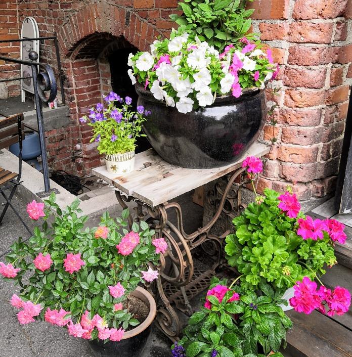 Kukkia kahvilan edustalla Fiskarsissa